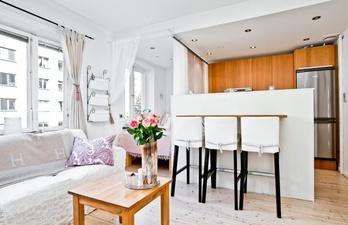 Светлая белая квартира с красивым ремонтом