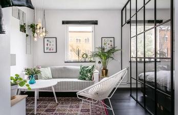 Комната с диванчиком и креслом