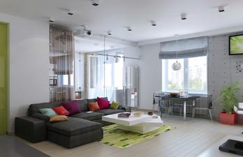 Гостиная с большим коричневым диваном