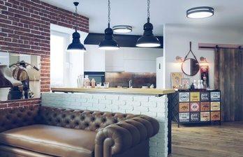 Дизайн-ремонта с кожанным диваном и кирпичной стеной