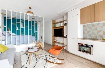 Светлая квартира-студия. Компактное расположение мебели