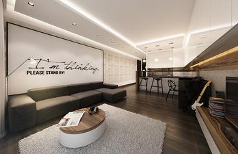 Просторная гостиная с надписью на стене
