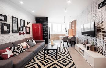 Гостиная в светлом цвете с большим диваном