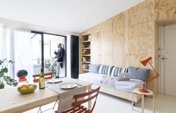 Светлая комната с балконом. Минимализм