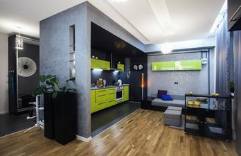 Кухня с диваном для гостей
