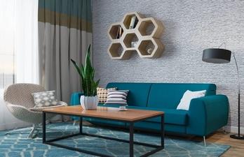 Светлая гостиная с диваном и журнальным столиком