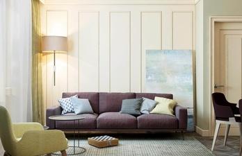 Светлая гостиная с ярким диваном