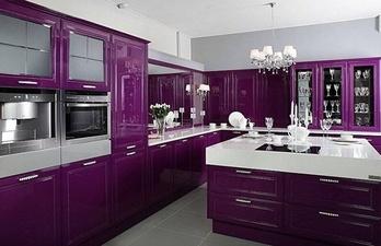 Тёмно-фиолетовая кухня в современном стиле