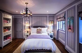 Детская комната с большой кроватью