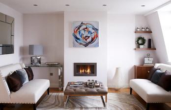 Гостиная в белом цвете с двумя диванами