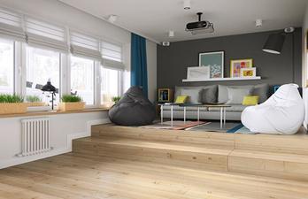 Комната с большим окном и мягким диваном