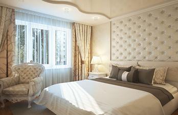Бежевая спальня с большой кроватью и окном