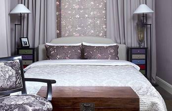 Спальня в фиолетовых тонах с кроватью