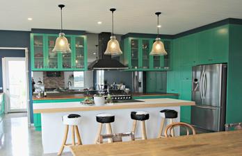 Кухня в тёмно-бирюзовых тонах