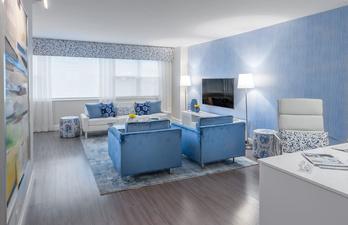 Гостиная в светло-синих тонах