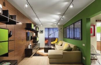 гостиная со светлым диваном